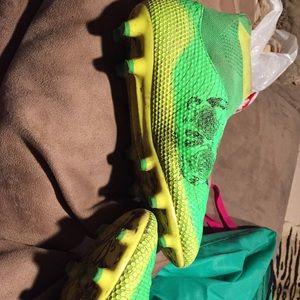 ledci Shoes - Cleats